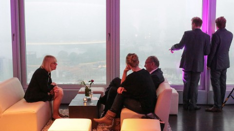Picture 7: Guests enjoy the spectacular view on Hamburg.